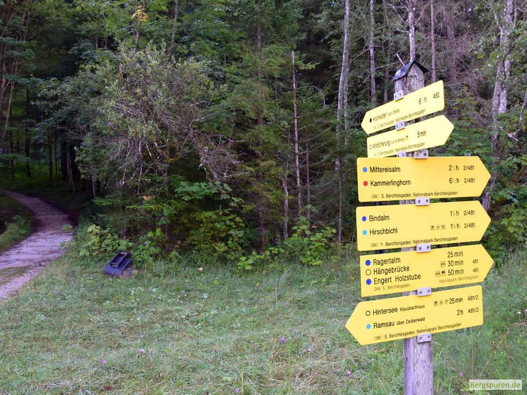 Abzweigung bei der Lahnwald-Diensthütte