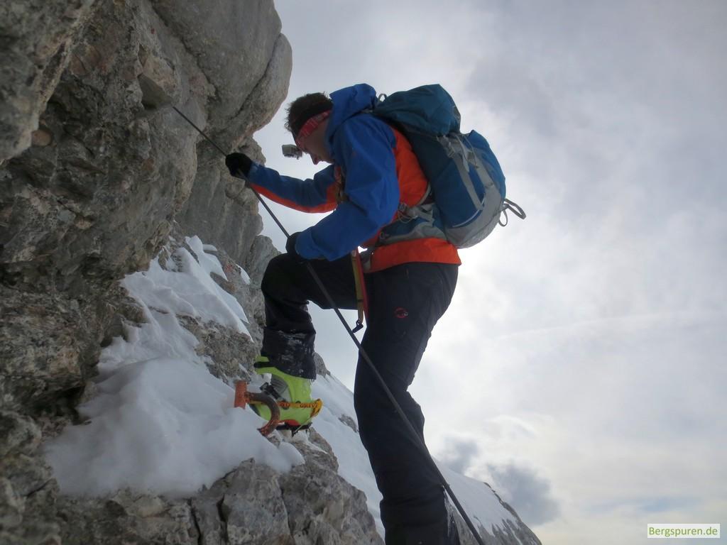 Skitourengeher in Kletterstelle am Birnhorn