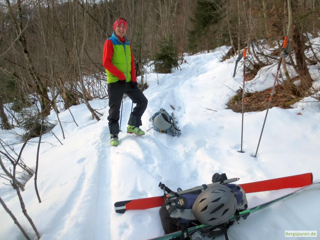 Tourenski anschnallen auf der Skitour zum Birnhorn