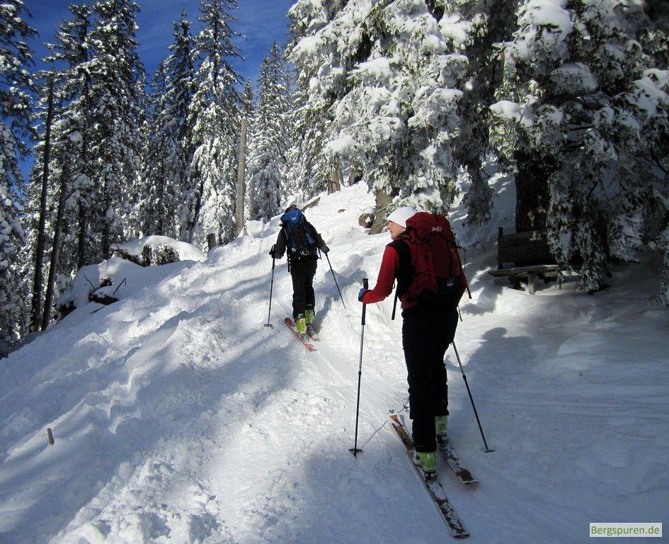 Skitourengeher oberhalb der Rinnerauer Alm