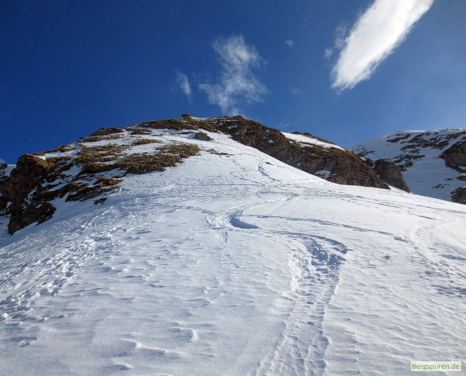 Rücken unter dem Gipfelaufbau des Hohen Laafelds