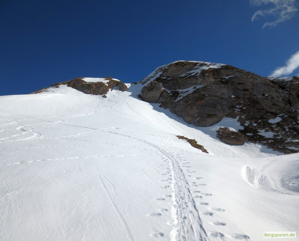 Steilaufschwung unter den Gipfelfelsen des Hohen Laafeld