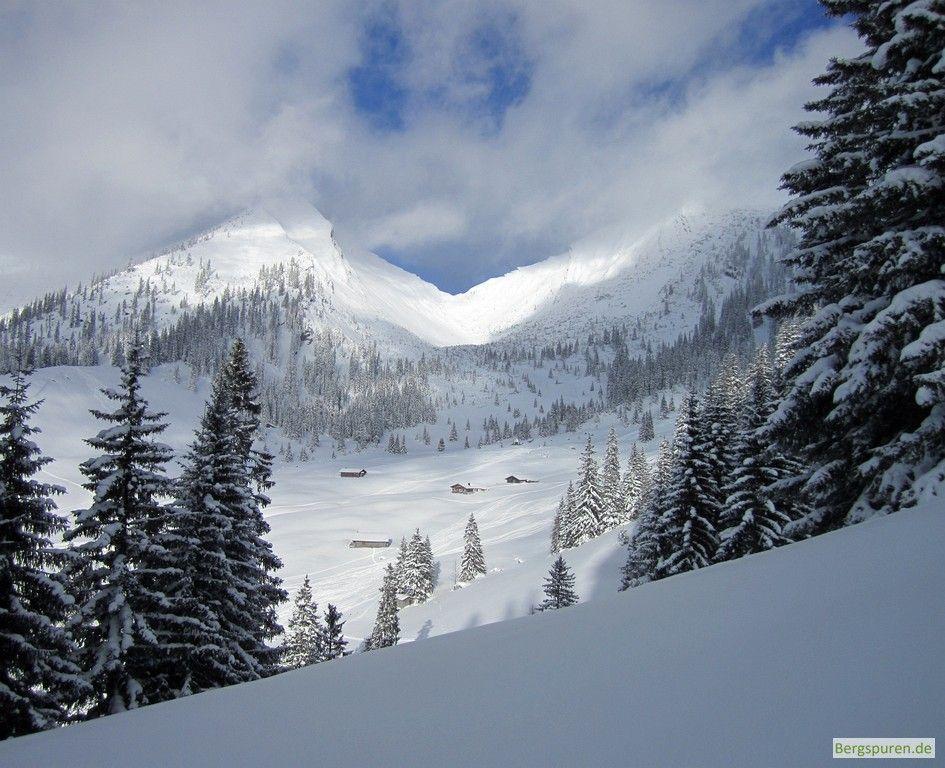 Blick zur Hochalm bei der Skitour Peitingköpfl