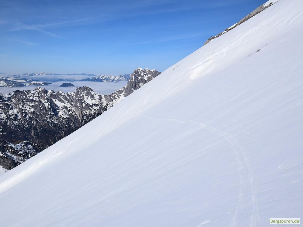 Skitouren-Aufstiegsspur in der Steilflanke des Steintalhörndls