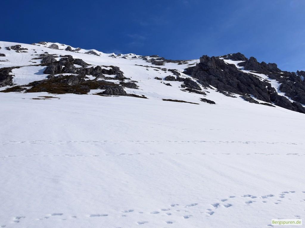 Verschneite Steilflanke des Steintalhörndls von unten gesehen